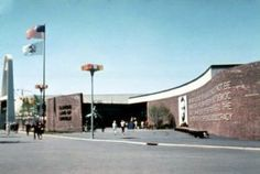 Disney WAYBACK Machine - Walt at the 1964-65 New York World's Fair Part 2 - Great Moments with Mr. Lincoln http://www.wdwfanzone.com/2014/10/disney-wayback-machine-walt-at-the-1964-65-new-york-worlds-fair-part-2-great-moments-with-mr-lincoln/