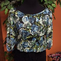 💐CUTE FLORAL TOP💐 Pretty floral stretchy top with elastic at neck, bottom and sleeves.. Nwot. T-1 Say Anything Tops
