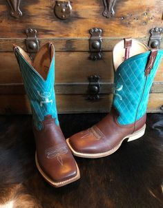 Styles Twisted X boots are flexible, comfortable, and ready to take you anywhere. Fly Boots, Cool Boots, Country Girl Style, Country Girls, Cowgirl Outfits, Cowgirl Boots, Boot City, Equestrian Style, Equestrian Fashion