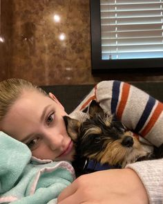 I wanna hug this baby boi - can find The cw and more on our website.I wanna hug this baby bo. Betty Cooper Riverdale, Riverdale Betty, Riverdale Funny, Riverdale Cast, Lili Reinhart And Cole Sprouse, Riverdale Cole Sprouse, Riverdale Characters, Riverdale Aesthetic, Funny Animal Videos