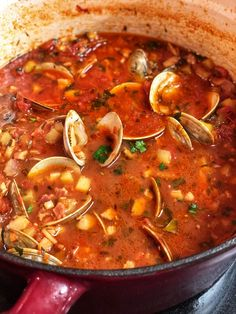 Cozy up with a big bowl of this amazing Manhattan clam chowder. So full of clams and potatoes. Super easy recipe your entire family will enjoy. Clam Chowder Soup, Clam Chowder Recipes, Fish Chowder, Clam Recipes, Seafood Recipes, Cooking Recipes, Seafood Soup Recipe Easy, Fish Soup, Asian Recipes