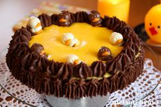 - Suksesskake med Mokkakrem - nut cake with yellow egg cream and mocha cream, (sub cream to orange juice in the egg cream) Cupcake Cakes, Cupcakes, Norwegian Food, Sweet Cakes, Granola, Mocha, Scones, Birthday Cake, Easter