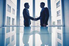 Hier erfahren Sie, wie Sie mit der perfekten Selbstvorstellung im Bewerbungsgespräch sofort punkten können... http://karrierebibel.de/selbstvorstellung-im-bewerbungsgespraech/