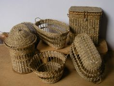 doll house laundry basket | Hand woven baskets in dollhouse miniature scale by artisan Lidi Stroud