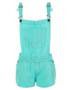 Retorno a la infancia Nos encanta este peto con pantalón corto en tono azul turquesa... Para enamorarse, de Zara.