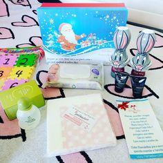 Enquanto espero a bebê Elisa querer nascer.... Chegou hoje mais uma caixinha @mamaebox com produtos úteis para a baby Elisa e para a Isabela!!   Lenços umedecidos colônia mamãe e bebê da natura guardanapos estampados ( adoro!!) shampoos e números em EVA. #mamaebox #momentomamaebox #maternidade #dicademãe #clubedeassinatura #gestante #gravida #gravidez #soumãe