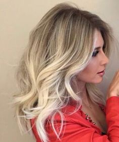 Beautiful and Modish Long Blonde Ombre Hairstyles for Women You Will Love To