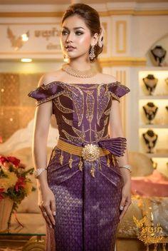 khmer wedding costume Cambodian Wedding, Khmer Wedding, Wedding Costumes, Wedding Outfits, Wedding Dresses, Amazing Dresses, Nice Dresses, Formal Dresses, Thai Fashion