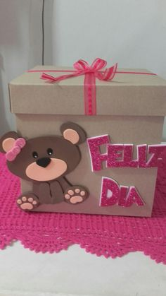 Cajita decorada con osito y feliz día en foami Foam Crafts, Crafts To Do, Crafts For Kids, Diy Gift Box, Diy Gifts, Exploding Gift Box, Valentine Decorations, Diy Birthday, Valentines Diy