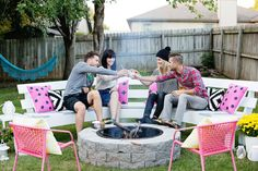 Make Your Own Fire Pit in 4 Easy Steps Find out more info on fire pit backyard seating. Browse through our internet site. The post Make Your Own Fire Pit in 4 Easy Steps appeared first on Outdoor Diy. Make A Fire Pit, Fire Pit Bbq, Fire Pit Party, Small Fire Pit, Diy Fire Pit, Fire Pit Backyard, Fire Pits, Fire Pit Chairs, Fire Pit Seating