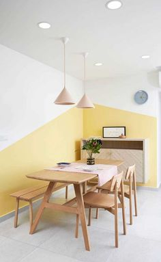 Do you need new decor for your room but your budget is low? Try to paint your walls creatively! Think about boring white walls as a blank canvas that is waiting for you and your color! Rare and unique wall color ideas are often based on simple shapes and Creative Wall Painting, Room Wall Painting, Creative Walls, Room Paint, Paint Walls, Wall Decor, Room Decor, White Walls, Wall Colors