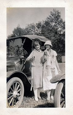 U.S. Two friends with their sodas and Model T, 1920s | Flickr by jarmie52