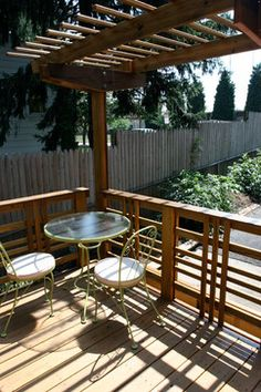 Arts And Crafts Deck Design Ideas, Pictures, Remodel, and Decor Porch Railing Designs, Wood Deck Railing, Railing Ideas, Free Standing Pergola, Modern Porch, Floating Deck, Fence Design, Decor Styles, Balcony Ideas
