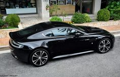 Aston V12 Vantage Carbon Black