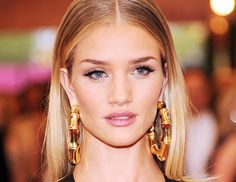 Check out Rosie Huntington-Whiteley's jaw-dropping lashes at the 2014 Met Gala // #MetBall2014 #beauty #lashes
