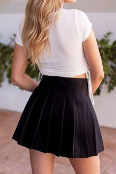 Simple Outfits, Outfits For Teens, Sexy Outfits, Chic Outfits, Trendy Outfits, Tennis Skirts, Black Pleated Skirt, Grey Sweatshirt, Skirt Fashion