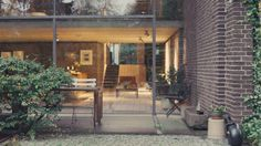 NOWNESS takes you inside Danish architect Knud Holscher's minimalist, brick-and-glass home on a suburban cul-de-sac j. Space Architecture, Googie, Other Rooms, Minimalist Home, Then And Now, Home Interior Design, Mid-century Modern, Brick, Exterior