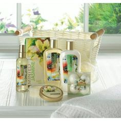 Minted Jasmine White Basket Spa set🌼  Soothe your body and invigorate your senses with this deluxe spa bath basket.🛀  The sweet scent of mint and jasmine combine in the included bath essentials, and the set also features a wash puff and handled basket.   #CelestialDecor #OnlineShop #International #Mint #Jasmin #SpaSet #Bath