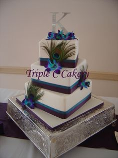 MY WEDDING CAKE! 3 tiered offset square cake with accents of peacock feathers and orchids. nice n simple Peacock Cake, Peacock Wedding Cake, 3 Tier Wedding Cakes, Square Wedding Cakes, Buttercream Wedding Cake, Square Cakes, Purple Wedding, Trendy Wedding, Wedding Colors