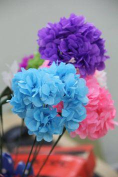 Hydrangea paper flower tutorial: https://www.youtube.com/watch?v=xgSQvVy4iFw&list=PLoh5l3A2Cl68yQ9OoUUKx75XTki8ZL775&index=34