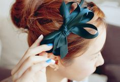 I love this color bow in that color hair