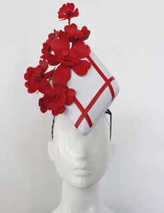 Fascinator Diy, Race Day Hats, Headpieces, Fascinators, Derby Attire, Race Wear, Races Fashion, Feather Hat, Cute Headbands