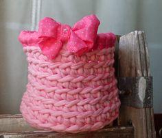Tus Manos y las Mias: CANASTAS RÚSTICAS. Rustic baskets to hold everything.  Pink, purple, green, yellow, etc..