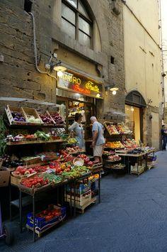 Firenze, Italy 피렌체 골목의 과일가게