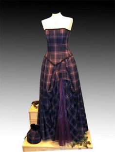 Old Dress: Medieval/Celtic Style Wedding Dresses Scottish Wedding Dresses, Scottish Dress, Tartan Wedding, Scottish Clothing, Scottish Fashion, Scottish Weddings, Scottish Plaid, Old Dresses, Girls Dresses