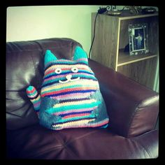 My mother knit this cat cushion for me.. I love it!