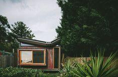 Warm minimalist landscape design in Caulfield – Sustainable Architecture with Warmth & Texture Architecture Antique, Plans Architecture, Japanese Architecture, Sustainable Architecture, Residential Architecture, Creative Architecture, Pavilion Architecture, Concept Architecture, Contemporary Architecture