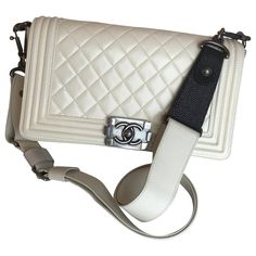 Pre-Owned Chanel Boy White Leather Handbag Fashion Mask, Chanel Fashion, Black Girl Fashion, French Fashion, Grunge Fashion, Boho Grunge, 80s Fashion, Mode Chanel, Stella Mc