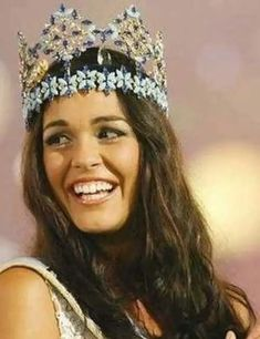 These 69 are the most beautiful miss world winners who have mesmerized people across the world from Vanessa Ponce de León, 2018 Miss world winner is also included. Beautiful Inside And Out, Most Beautiful Women, Emo Fashion, Gothic Fashion, World Winner, Gothic Corset, Black Corset, Pageant Girls, Miss Usa