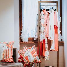 """SAILERstyle auf Instagram: """"WHATS NEW // """"Blush Beauty"""" & """"Coral Pink"""" zwei der Fashionfarben des Sommers 2020. Diese Farben hüllen Euch in eine warme Umarmung und…"""" Elegant, Wardrobe Rack, High Fashion, House Design, Sports, Pink, Fashion Design, Furniture, Beauty"""