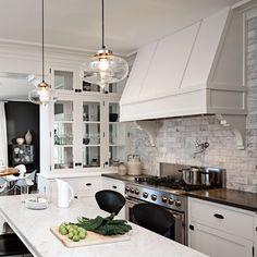 Researching range hoods! Found this gorgeous kitchen! #elegantkitchen #elegantinteriors #whitecabinetry #kitchens #benchtops #victoriahagan