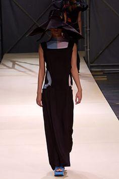 Yohji Yamamoto - Spring 2004 Ready-to-Wear - Look 21 of 44