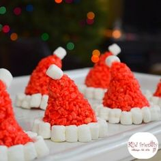 holiday treats Santa Hat Rice Krispies Treats for a Fun and Simple Christmas Treat - Perfect for holiday parties with kids! Christmas Food Treats, Best Christmas Recipes, Christmas Deserts, Holiday Snacks, Christmas Cooking, Christmas Goodies, Holiday Parties, Christmas Rice Krispie Treats, Xmas Food