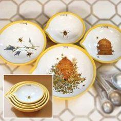 bee measuring cups