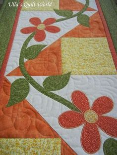 Table runner quilt with flowers by Ulla's Quilt World