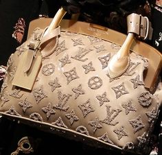 Want, no must have! Gold glitter XL with a god bag and its a LOUIE!!!