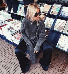Claartje Rose, Dutch blogger, grey sweater, winter fashion, blue velvet trousers