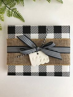 Elegant & creative Christmas gift wrapping ideas for the perfect presents! Are you looking for incredible DIY Christmas wrapping ideas … Wrapping Ideas, Creative Gift Wrapping, Creative Gifts, Wrapping Papers, Wrapping Gifts, Christmas Wood, Plaid Christmas, Christmas Holidays, Christmas Crafts