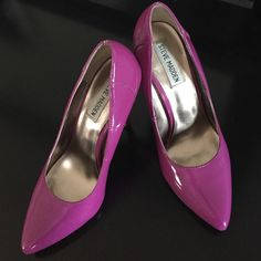 """Steve Madden patent pump Gorgeous fuchsia patent pump. 4"""" heel. No side or toe scuffs but the heels do have small chips. Steve Madden Shoes Heels"""