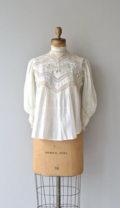 House of Mirth blouse Edwardian lace blouse by DearGolden Edwardian Clothing, Edwardian Dress, Edwardian Fashion, Historical Clothing, Vintage Fashion, Edwardian House, Victorian Blouse, Blouse Vintage, Vintage Dresses