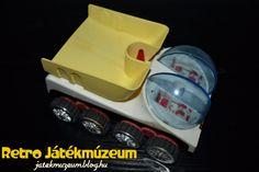 A Norma cég játékairól már több bejegyzést is olvashattatok. Az egykori Szovjetunió egyik legnagyobb játékgyártója szinte minden területen jelen volt. Készítettek távirányítós és elemes autókat, lendkerekes lemezjátékokat és műanyag játékokat is.