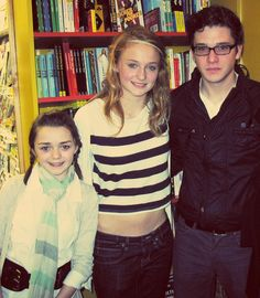 Maisie Williams + Sophie Turner + Kit Harington ♥