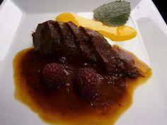 COCINA CON VISTAS: Corzo con salsa de arándanos y Curd de mandarina Steak, Blog, Gastronomia, Beverage, Meals, Creativity, Libros, Iron, Steaks