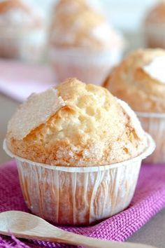 Cupcakes cream, a classic pastry Muffin Recipes, Cupcake Recipes, Cupcake Cakes, Dessert Recipes, Mexican Food Recipes, Sweet Recipes, Pan Dulce, Light Recipes, Cake Cookies