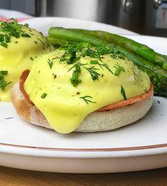 Oeufs bénédictine véganes Delicious Vegan Recipes, Tasty, Healthy Recipes, Vegan Hollandaise Sauce, Healthy Snacks, Healthy Eating, Vegan Dishes, Vegan Food, Easy Food To Make