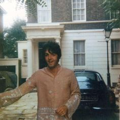 Paul McCartney in his driveway, 1967
